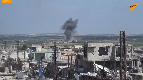 Válka v Sýrii nespí. Objevily se záběry útoku syrské armády na džihádisty  - Sputnik Česká republika