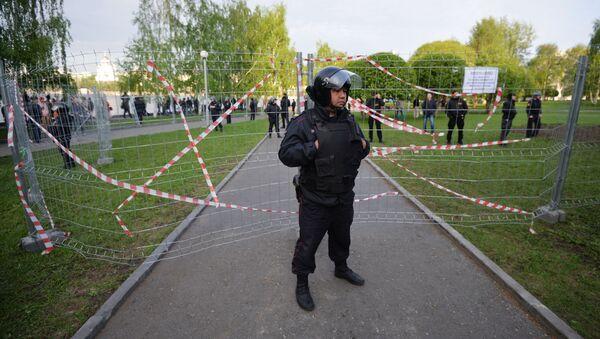 Policejní důstojník během protestní akce v Jekatěrinburgu - Sputnik Česká republika