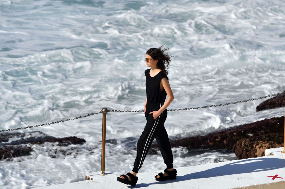 Modelka na přehlídce Ten Pieces na australském Týdnu módy v Sydney.