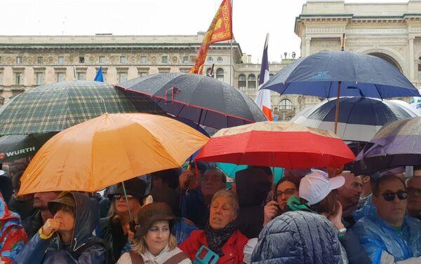 Shromáždění na Piazza del Duomo v Miláně - Sputnik Česká republika