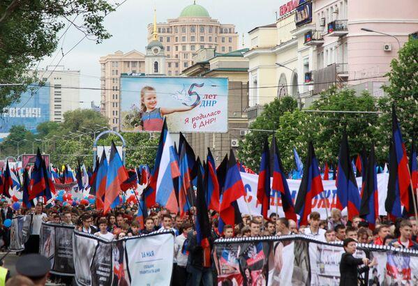 Účastníci pochodu Stuha času během oslav 5. výročí vzniku Doněcké lidové republiky. - Sputnik Česká republika