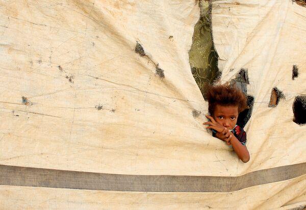 Dítě v uprchlickém táboře v jemenské provincii Abs. - Sputnik Česká republika