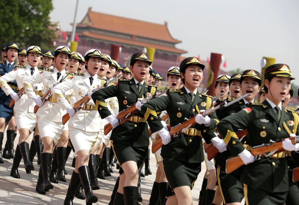 Přehlídka při příležitosti návštěvy řeckého prezidenta Prokopisa Pavlopulosa Číny.