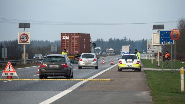 Dánští policisté na hranici s Německem - Sputnik Česká republika