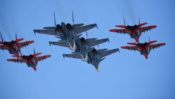 Stíhačky Su-30 SM a MiG-29 - Sputnik Česká republika