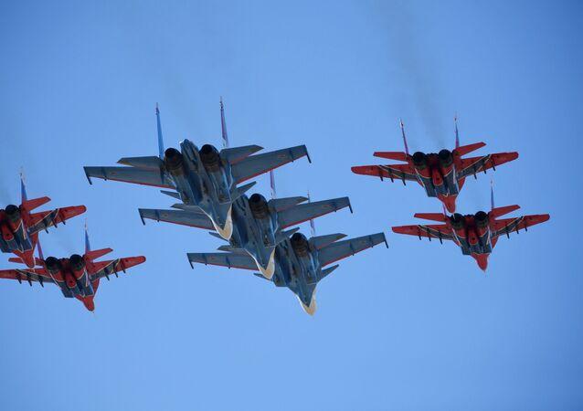 Stíhačky Su-30 SM a MiG-29