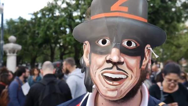 Italská vlna protestů proti Salvinimu pokračuje. V Bari si lidé na znamení protestu oblékli kostýmy Zorra (VIDEO)  - Sputnik Česká republika