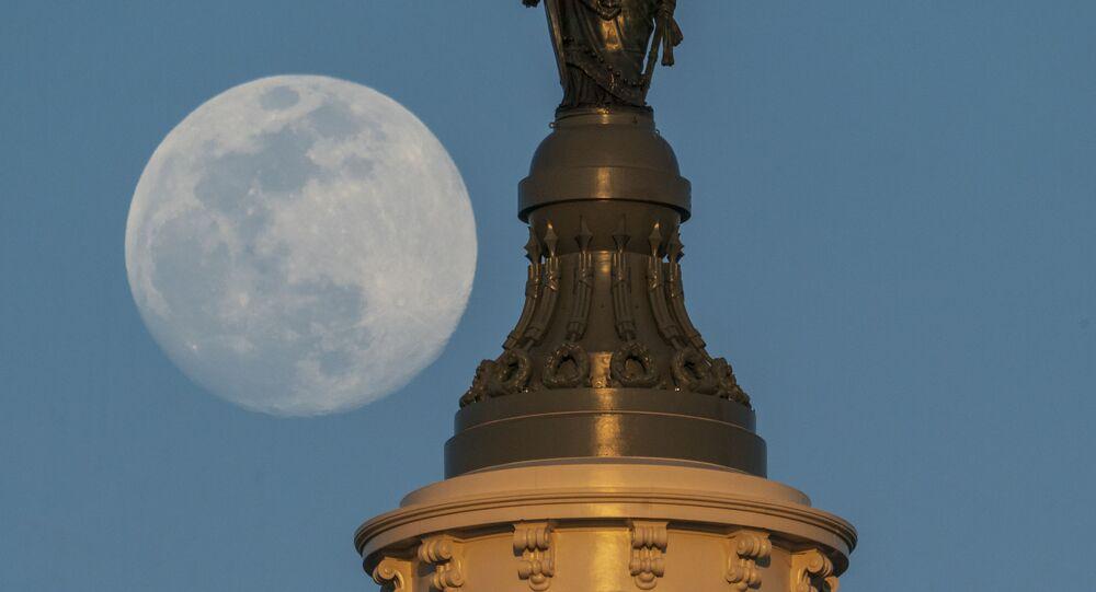 Socha svobody na střeše Kapitolu ve Washingtonu