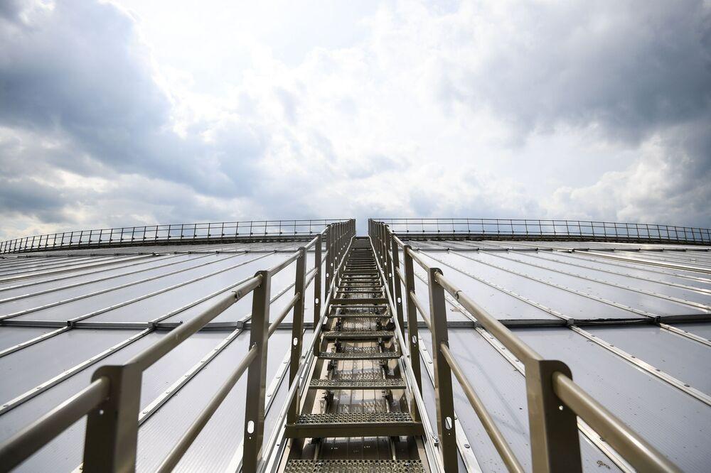 Schody na střechu stadionu Lužniki, kde bude otevřena 900metrová vyhlídková terasa.