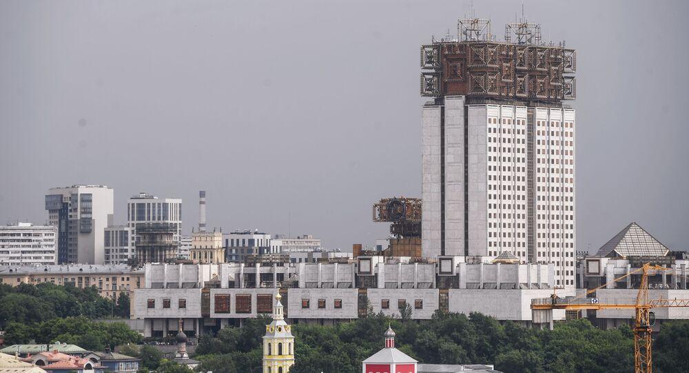Pohled na budovu Ruské akademie věd v Moskvě