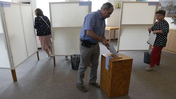 Pražané hlasují ve volbách do Evropského parlamentu - Sputnik Česká republika