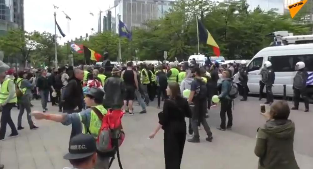 V Bruselu protestují žluté vesty